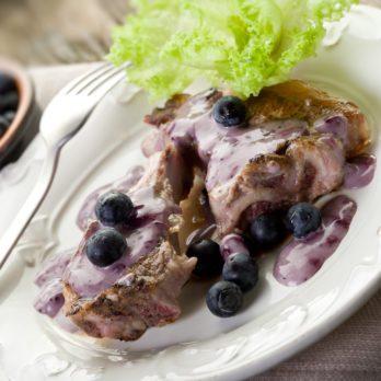 Recette facile de côtelettes d'agneau, sauce aux bleuets et au cassis