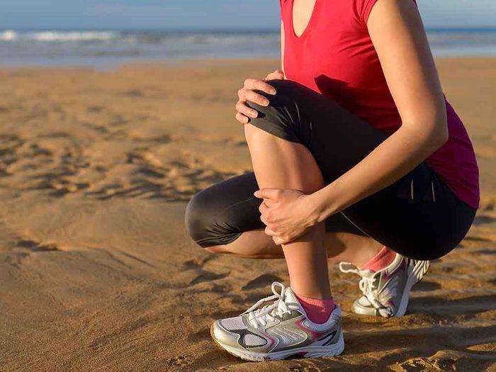 La périostite tibiale est un symptôme chez les coureurs débutants.