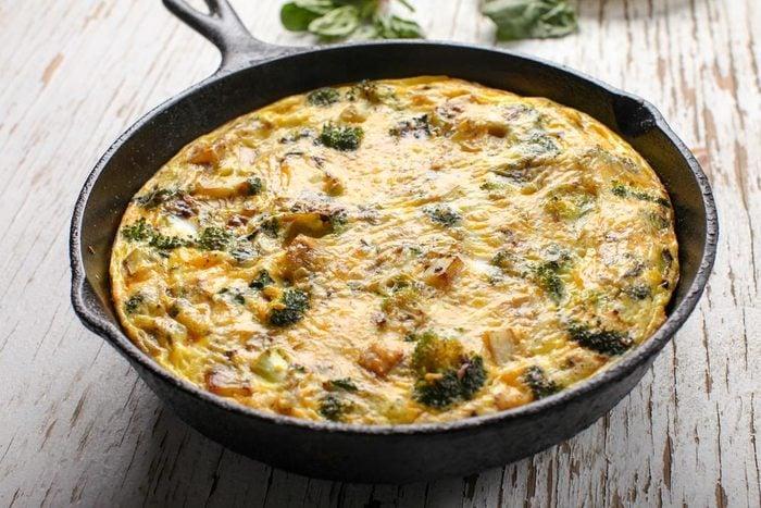Recette de frittata gratinée au brocoli et au saumon.