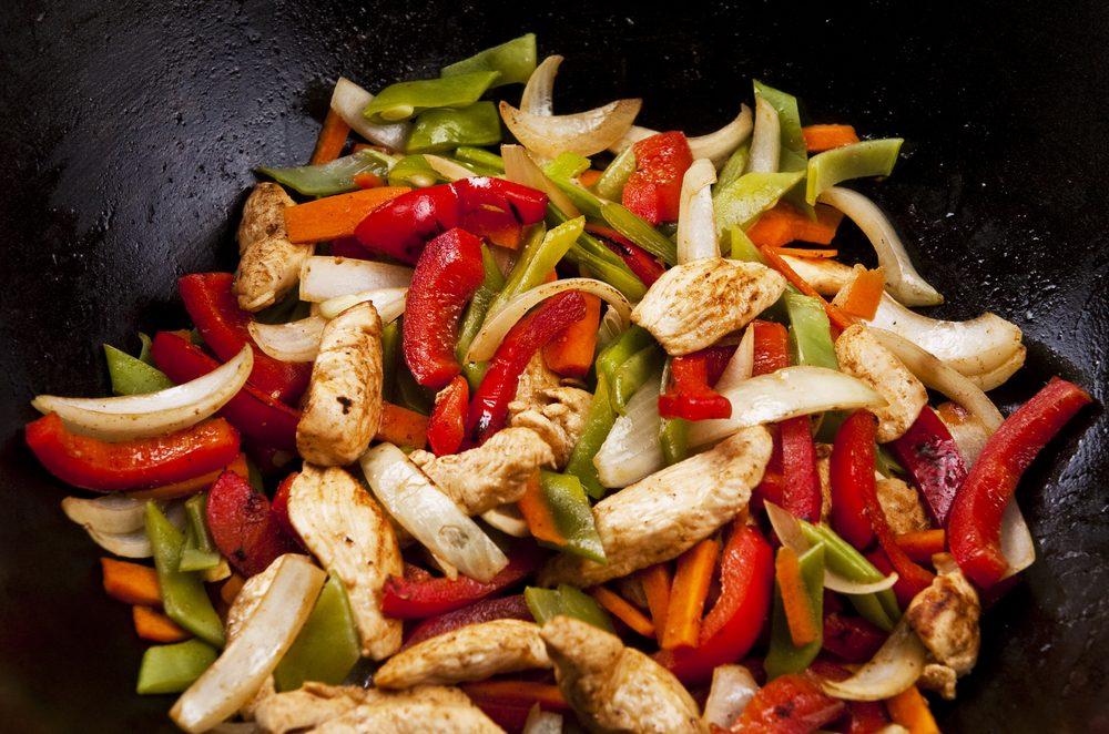 Une recette de sauté au poulet prête en moins de 30 minutes.