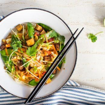 Wok de nouilles soba au tofu