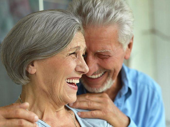 Les bienfaits du rire: il aide à prévenir la cardiopathie.