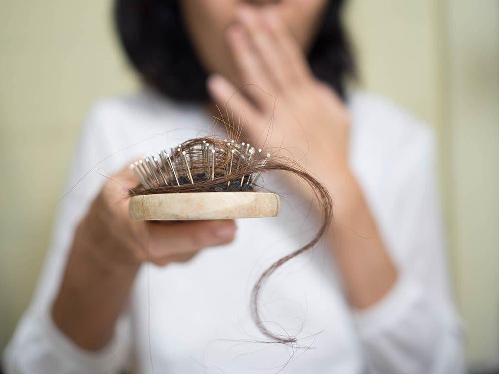 Chute de cheveux: les mythes les plus répandus.