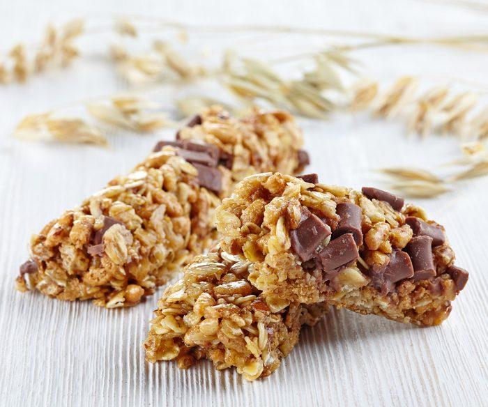 Les barres granola du commerce sont mauvaises pour la santé.