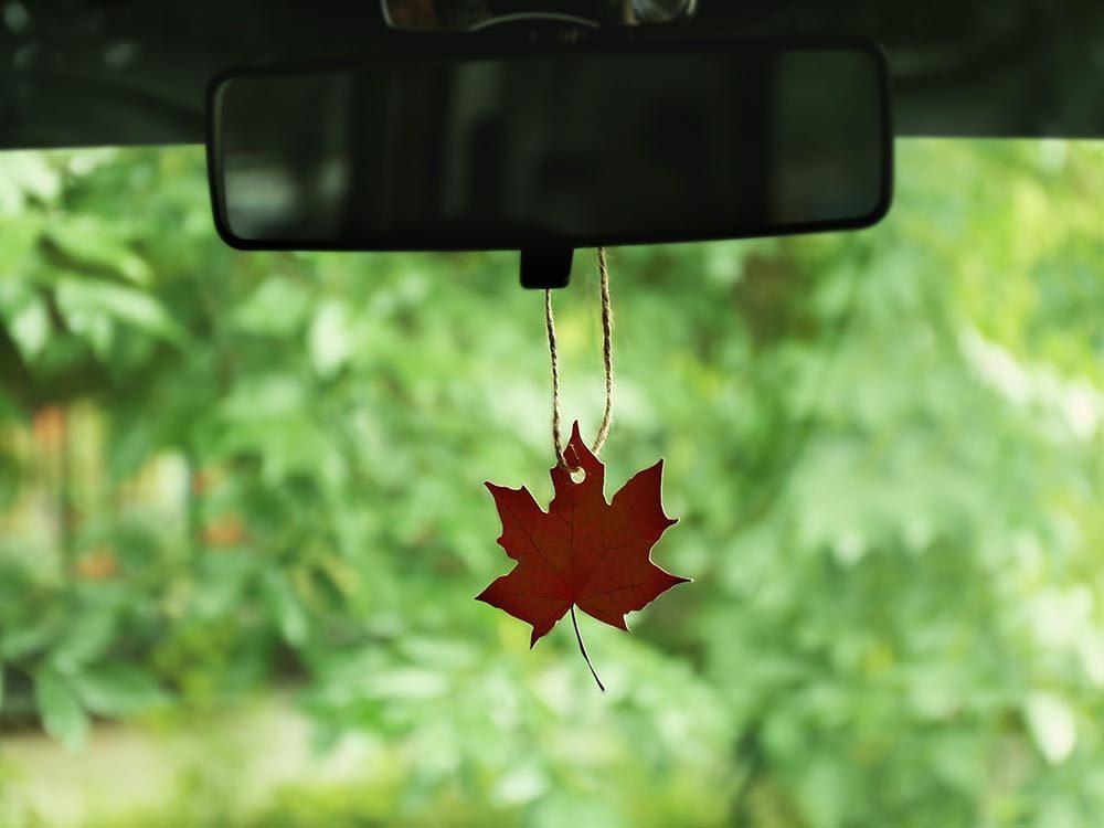 Pour se détendre en voiture, respirez une essence calmante.