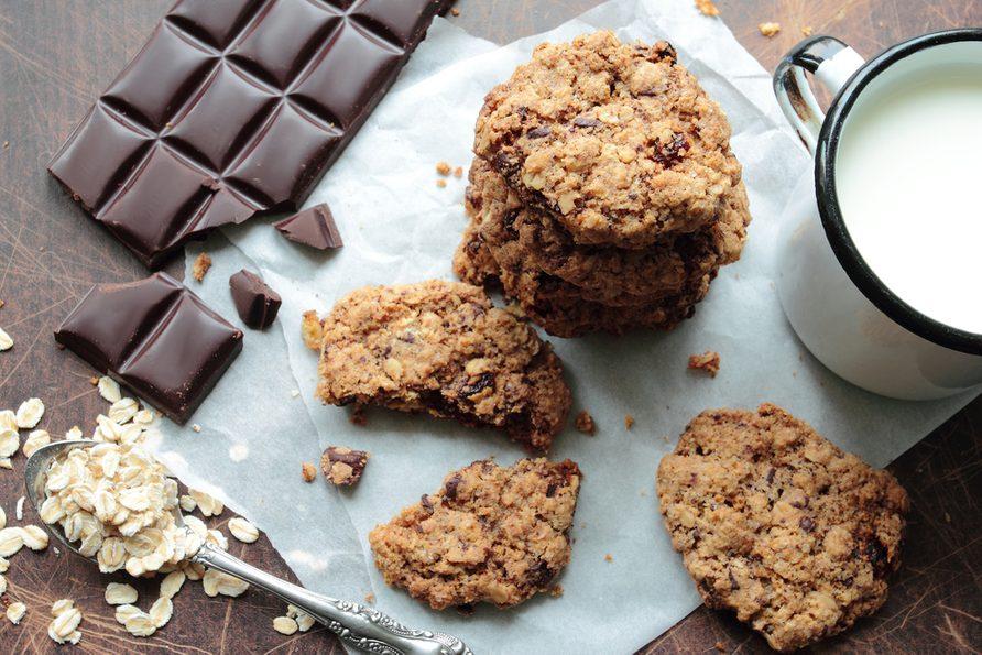 Une recette santé de biscuits à l'avoine et aux pépites de chocolat