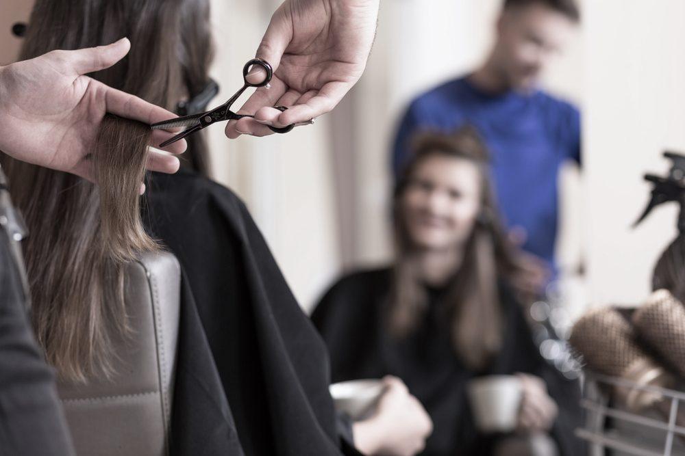 Quand vous optez pour une nouvelle coupe au coiffeur...