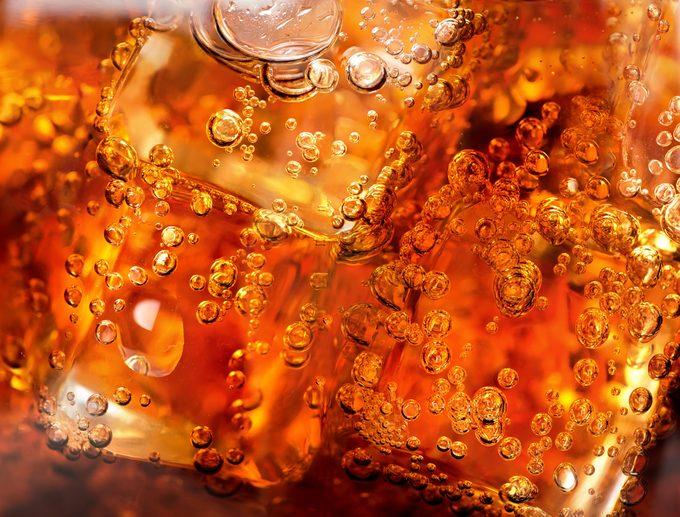 Le fait de boire des boissons sucrées pourraient saboter votre régime.