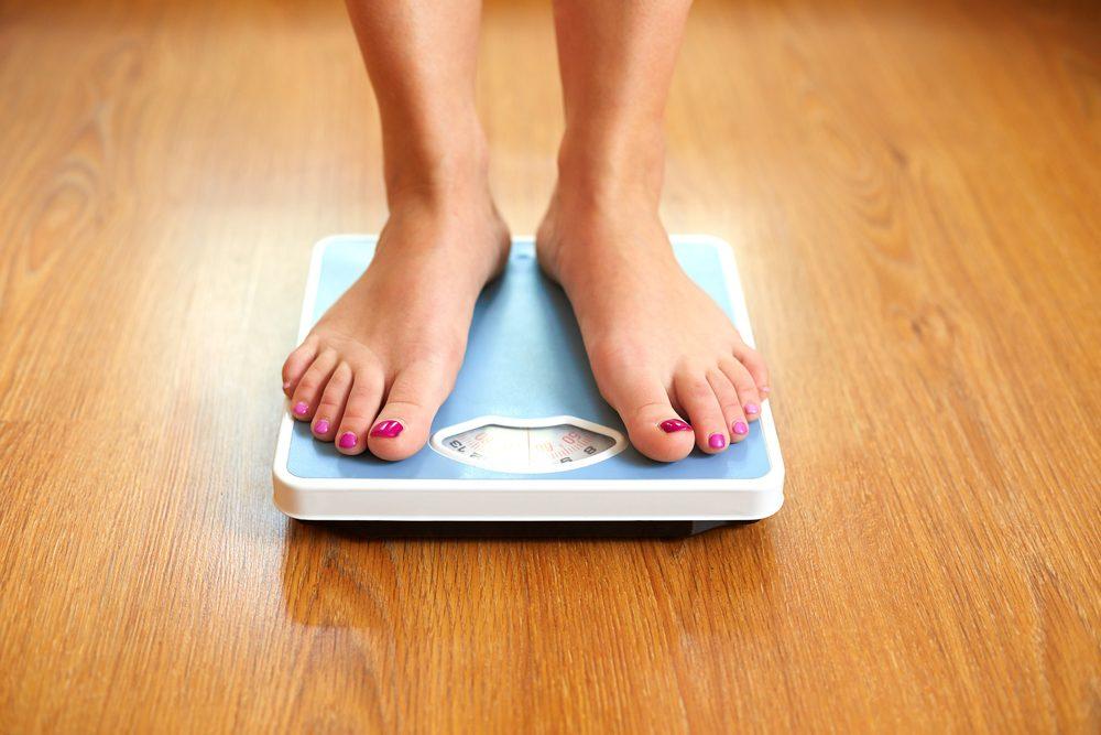 Pour perdre du poids, portez une attention particulière au moment et au jour où vous vous pesez.