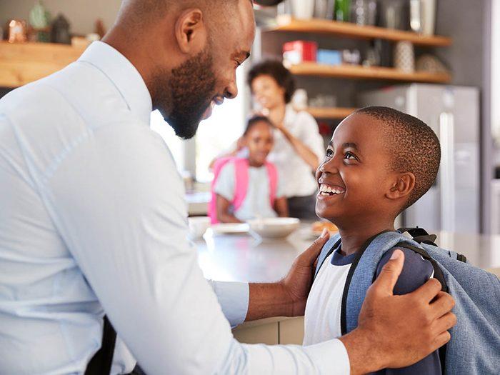 Pour faire aimer l'école à votre enfant, ne vous laissez pas obnubiler par les notes.