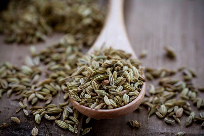 Remède à la nausée de grossesse : croquez des graines d'anis ou de fenouil.