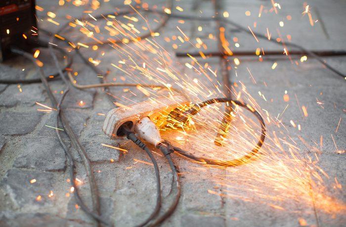 Les prises et appareils électriques causant des incendies.