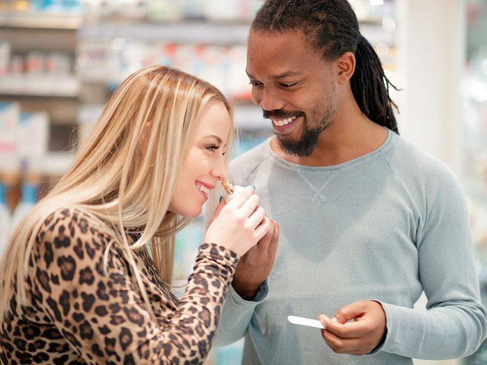 Utiliser le marc de café pour aiguiser son odorat.
