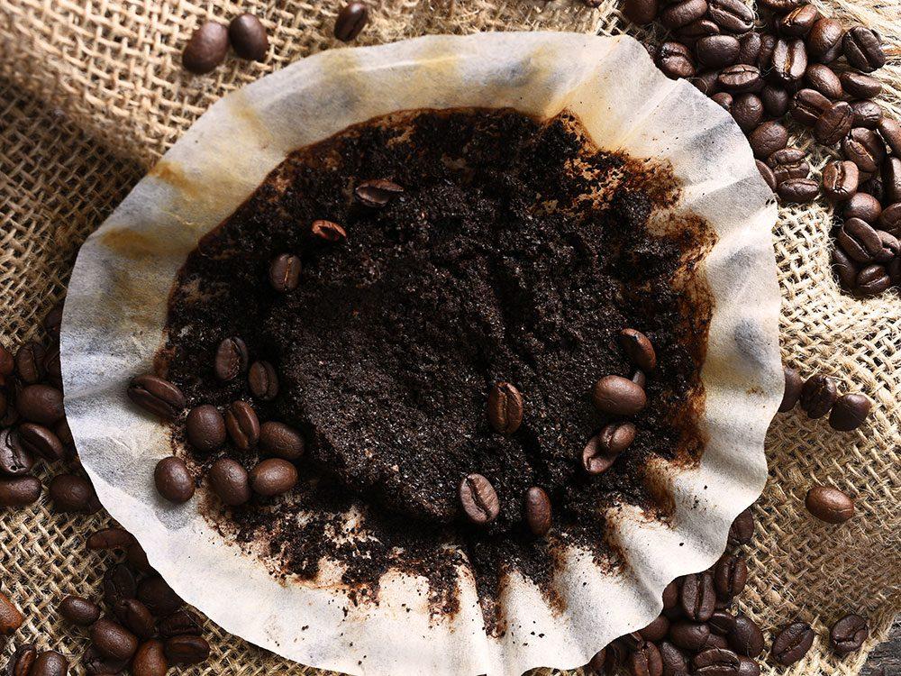 Voici 11 façons ingénieuses d'utiliser le marc de café!