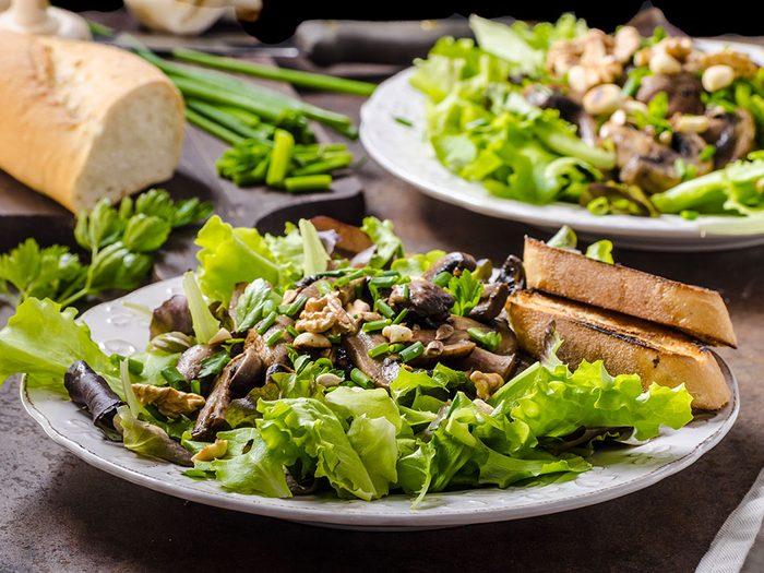 Une salade-repas pour votre cœur à base de champignons.