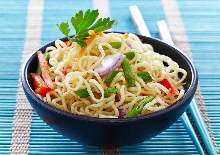 Des nouilles asiatiques santé prêtes en 30 minutes.
