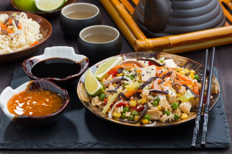 Une des meilleures recettes végétariennes de riz sauté au tofu