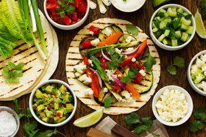 Recette végétarienne de tacos avec salsa maison et guacamole