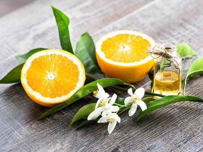 La fleur d'oranger est l'une des 5 tisanes à boire pour passer une bonne nuit de sommeil.