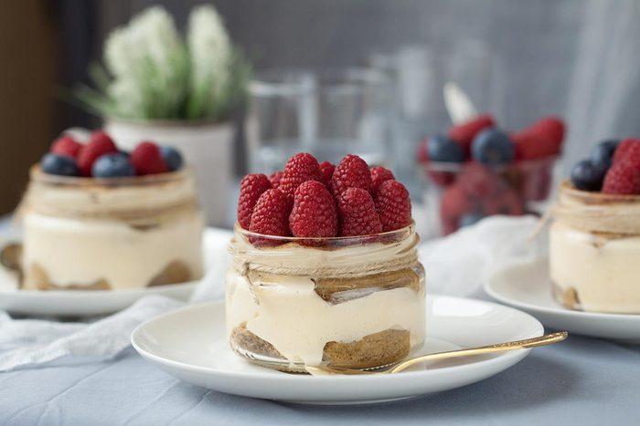 Recette de dessert : bagatelle de citron et framboise.