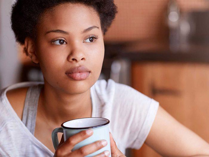 Arrêter de manger ses émotions en se parlant à la troisième personne.