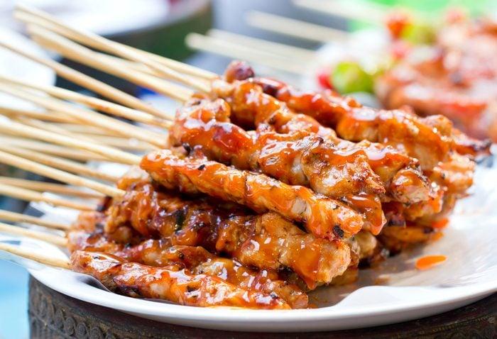 Une recette santé pour les hommes de brochettes de poulet teriyaki