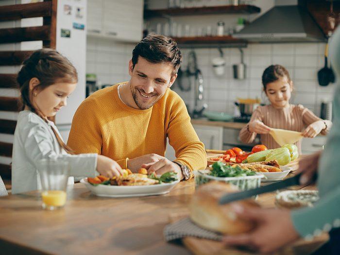 Organisez votre semaine le dimanche pour le lunch de vos enfants.