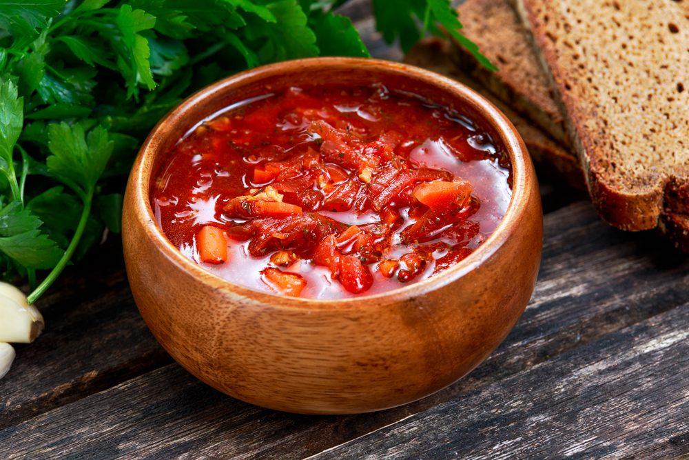 Une recette de soupe aux choux et saucisse faible en calories