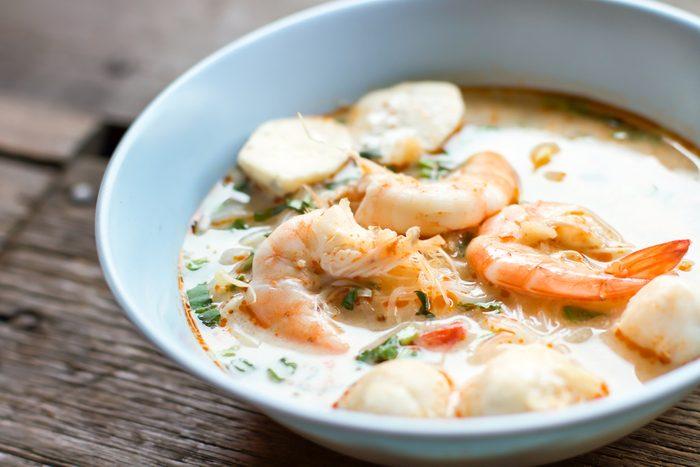 Une recette de soupe aux crevettes asiatique