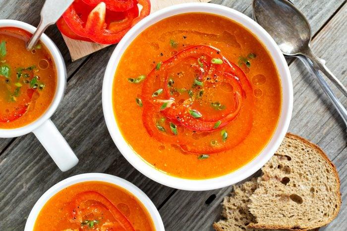 Une recette de soupe aux poivrons rouges et orange