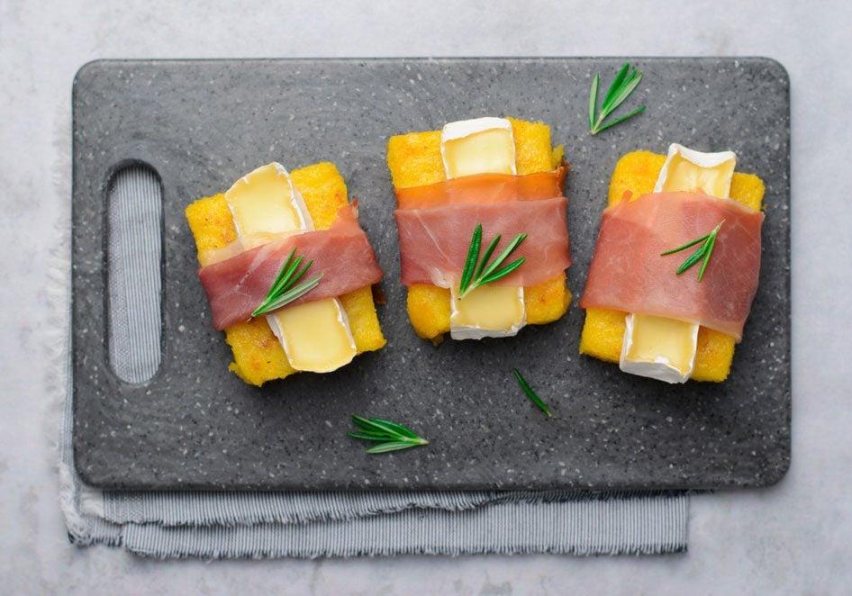 Recette de sandwich miniature à la polenta.