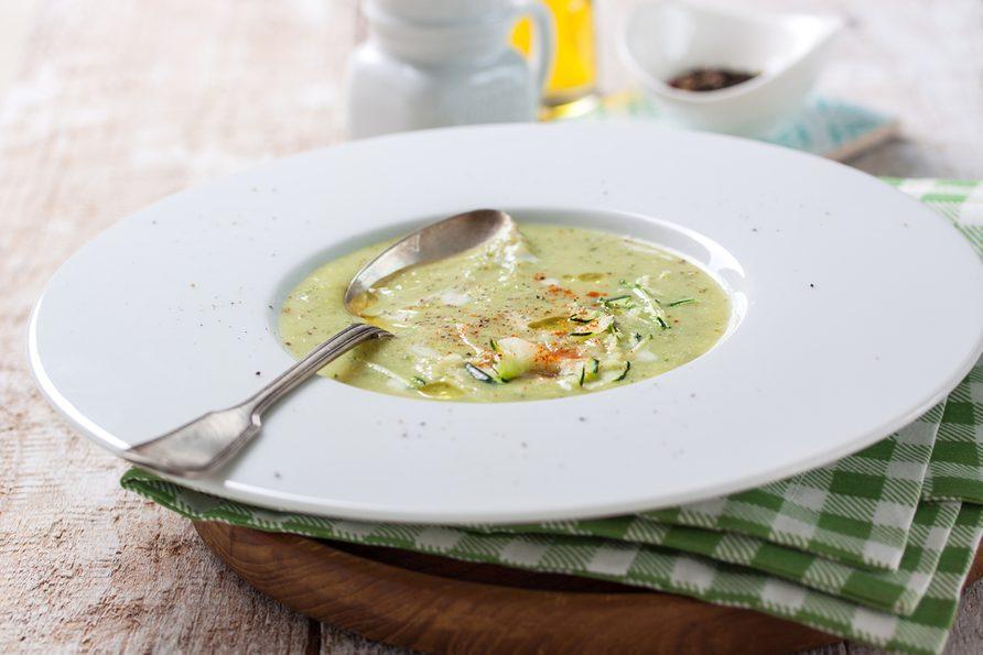 Une recette de soupe aux épinards et à la courge de moins de 200 calories