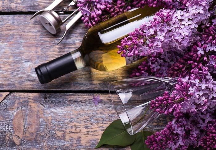 Le vin aux lilas est une boisson étrange