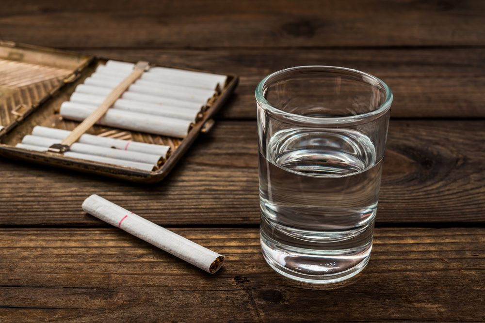 Une boisson étrange de vodka au tabac