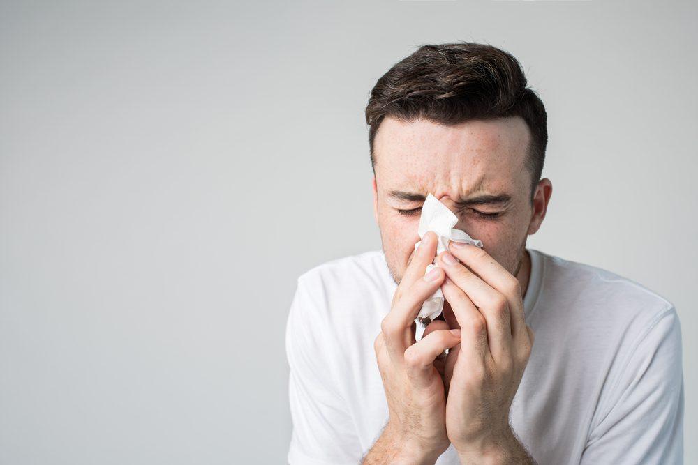 Vous éternuez en hiver car l'éternuement est une réponse à l'irritation.