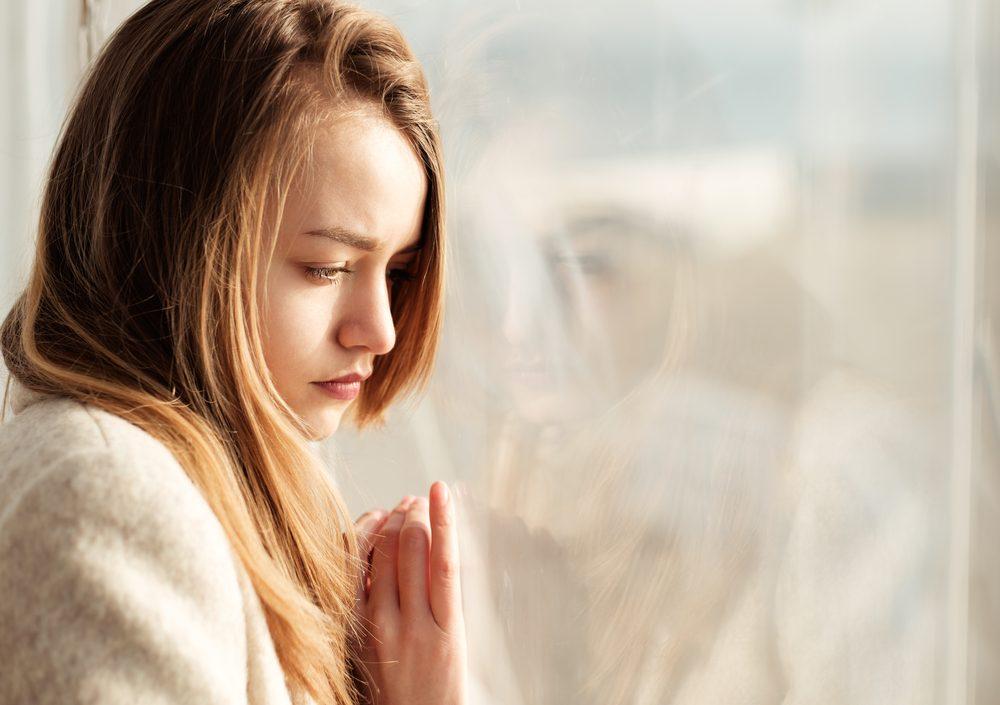 La tristesse et la fatigue peuvent survenir en hiver si vous souffrez de dépression saisonnière.