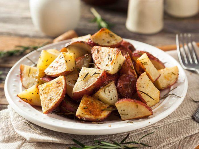 Découvrez l'une des meilleures recettes de pommes de terre rouges rôties au miel.
