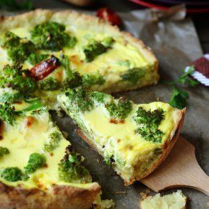 Quiche au brocoli, cheddar et croûte de pommes de terre