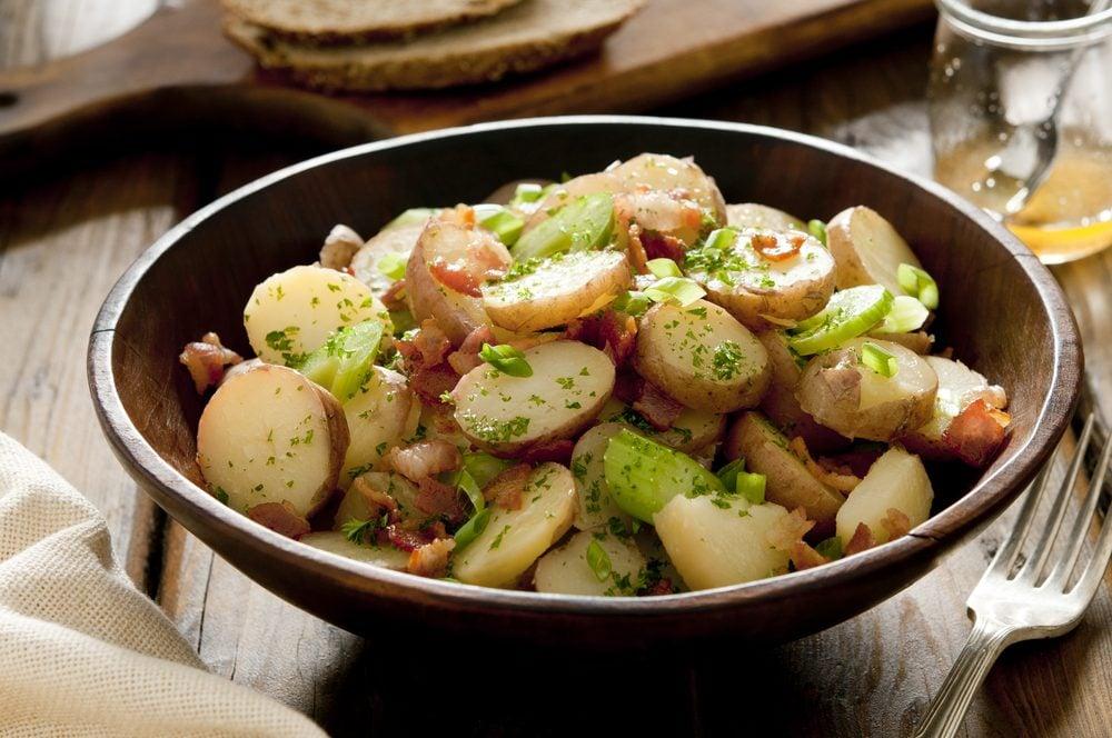 Une recette de salade de pommes de terre.