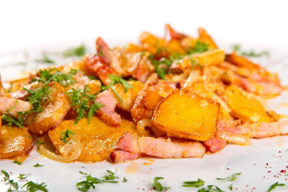 Une recette de salade aux trois pommes de terre et bacon.