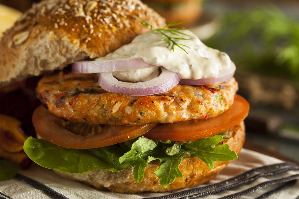Une recette de hamburger au saumon