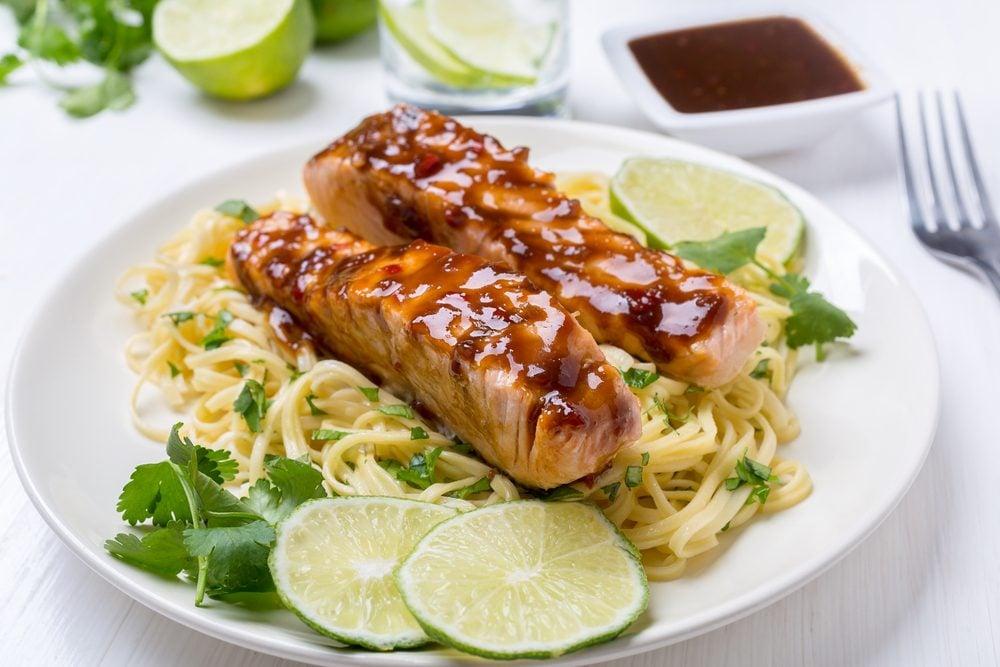 Une recette santé de saumon glacé à l'orange.