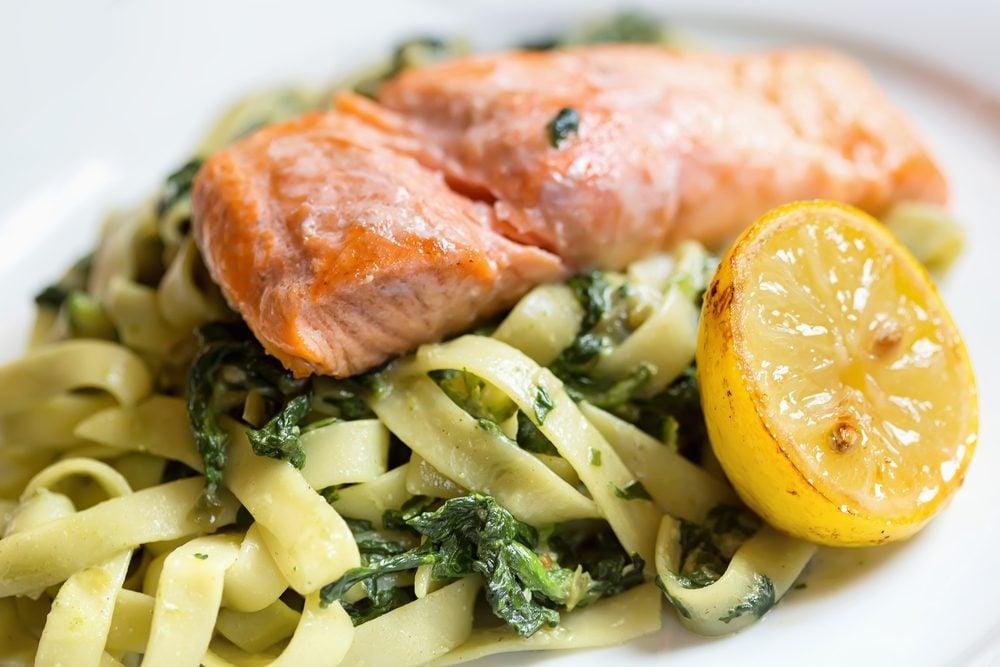 Une recette santé de pâtes au saumon.