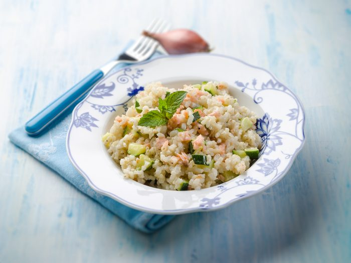 Une recette santé de saumon et riz pilaf.