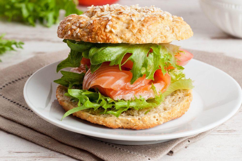 Une incroyable recette santé de burger au saumon.