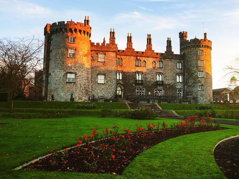 Les châteaux sont l'une des attractions touristiques incontournables de l'Irlande.