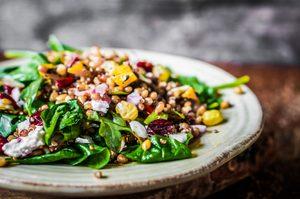 Salade minceur riche en antioxydants et en superaliments