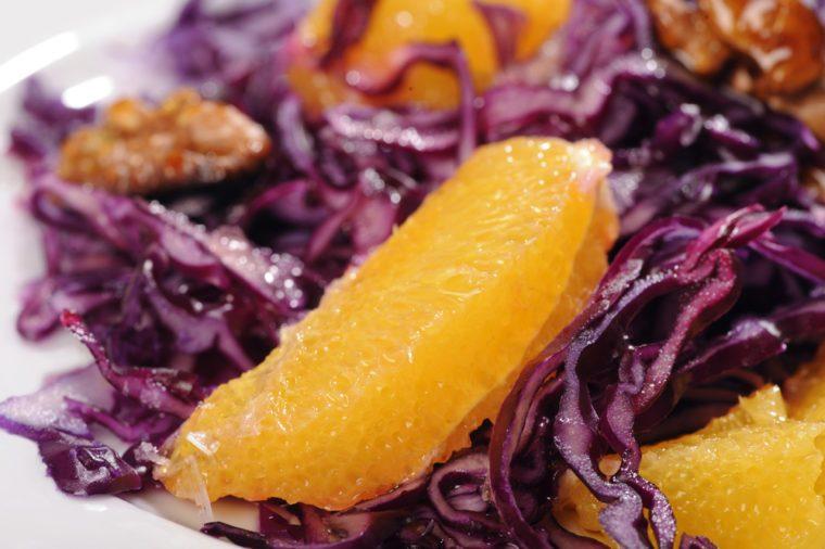 Une recette de salade santé au chou rouge.