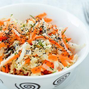 Salade de chou réinventéé au sésame et à l'orange