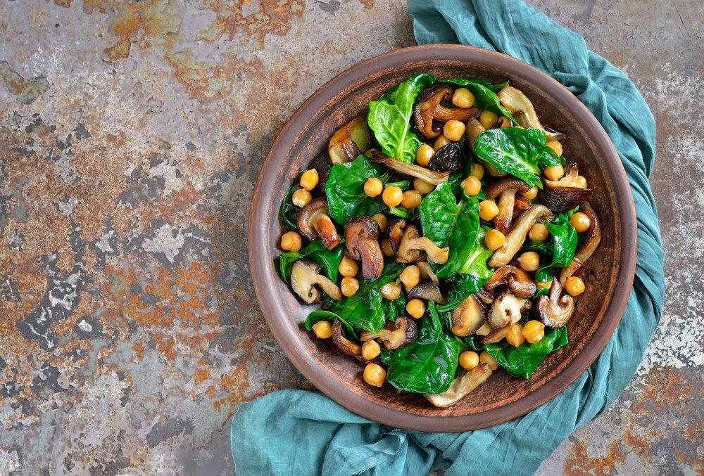 Une recette de salade santé aux épinards et pois chiches